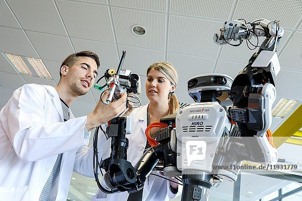 Robot with two arms for flexible robotics. Humanoid robot for automotive assembly tasks in collaboration with people  Industry  Tecnalia Research & innovation  Technology and Research Centre  Miramon Technological Park  San Sebastian  Donostia  Gipuzkoa  Basque Country  Spain  Europe