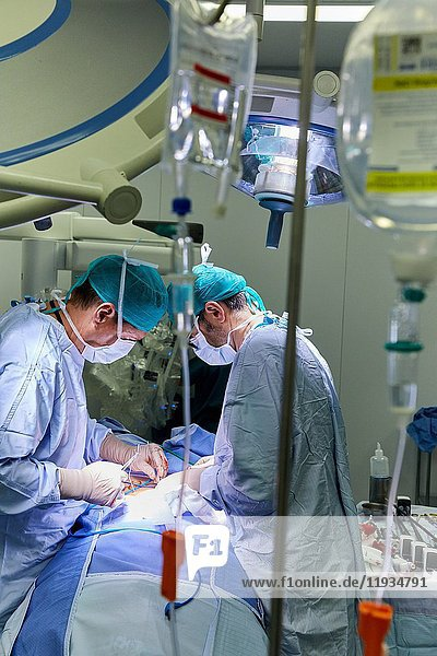Surgical Treatment of Prostate Cancer  Radical prostatectomy  Da Vinci Surgical Robot  Team of surgeons of doctors Madina & Azparren  Urology  Surgery  Operating room  Onkologikoa Hospital  Oncology Institute  Case Center for prevention  diagnosis and treatment of cancer  Donostia  San Sebastian  Gipuzkoa  Basque Country  Spain  Europe