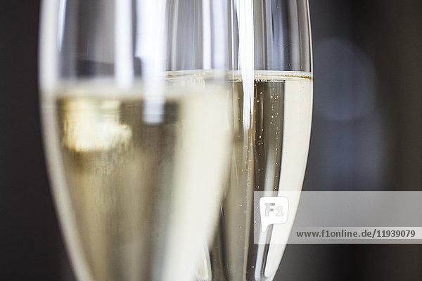 Nahaufnahme von Champagnerflöten