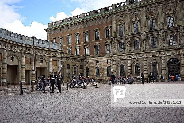Schweden  Stockholm  Wachen auf dem Schlossplatz
