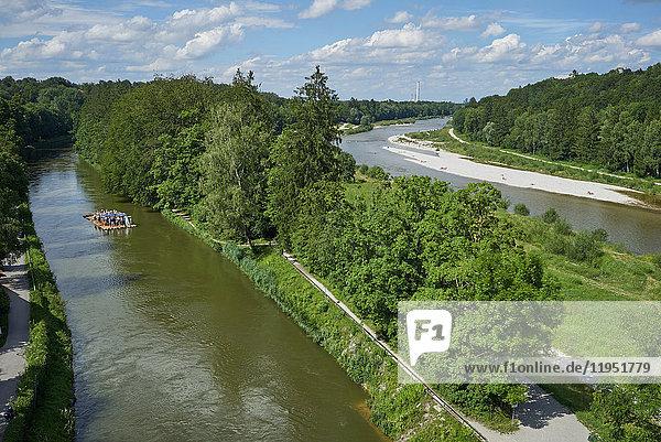 Deutschland  Bayern  Pullach  Floß auf der Isar