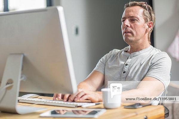 Mensch mit Computer