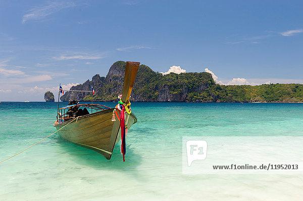Boot am Yong Kasem- oder Affenstrand  Phi Phi Don-Insel  Thailand