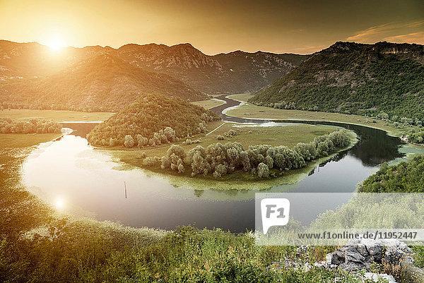 Flussbiegung  Skutarisee  Rijeka Crnojevica  Montenegro