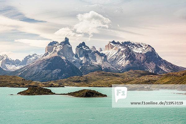 Türkisblauer See und Cuernos del Paine  Nationalpark Torres del Paine  Chile