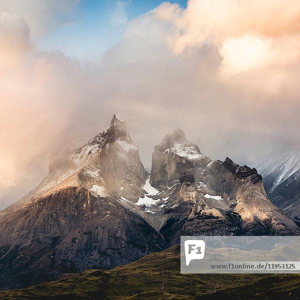 Sturmwolken über Cuernos del Paine  Torres del Paine Nationalpark  Chile
