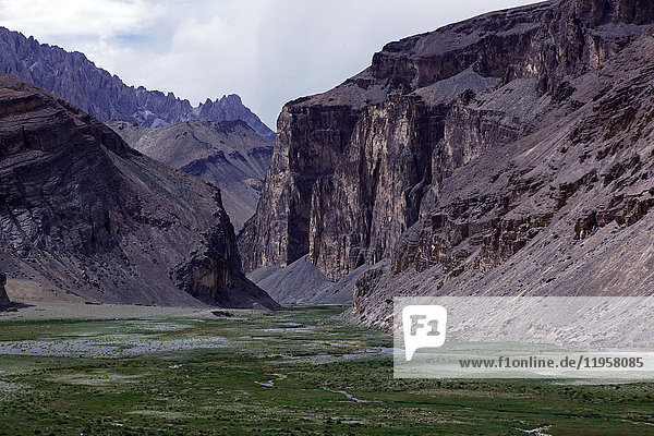 The entrance to a remote canyon high on the plateau of southeast Ladakh  Himalayas  India  Asia