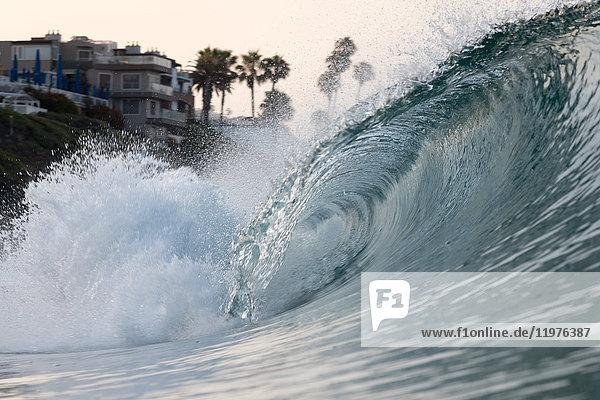Rollende Meereswelle  Laguna Beach  Kalifornien  USA