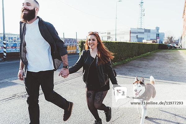 Paarlaufen mit Hund  Mailand  Lombardei  Italien  Europa