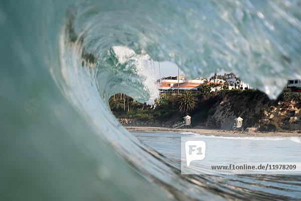 Nahaufnahme der rollenden Meereswelle  Laguna Beach  Kalifornien  USA