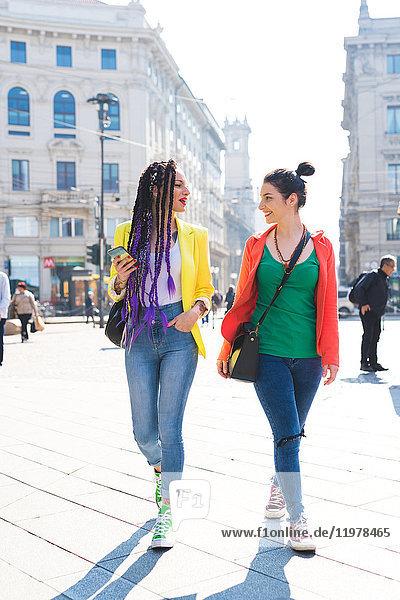 Frauen auf Städtereise  Mailand  Italien
