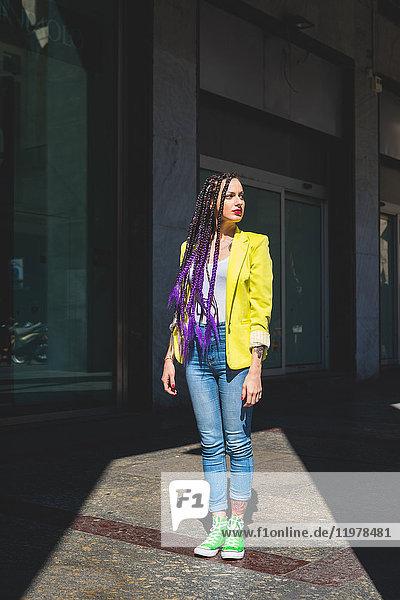 Frau auf Städtereise  Mailand  Italien