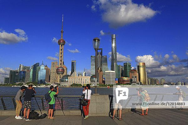 Asia  China  Shanghai. Skyline and Huangpu. Photographer