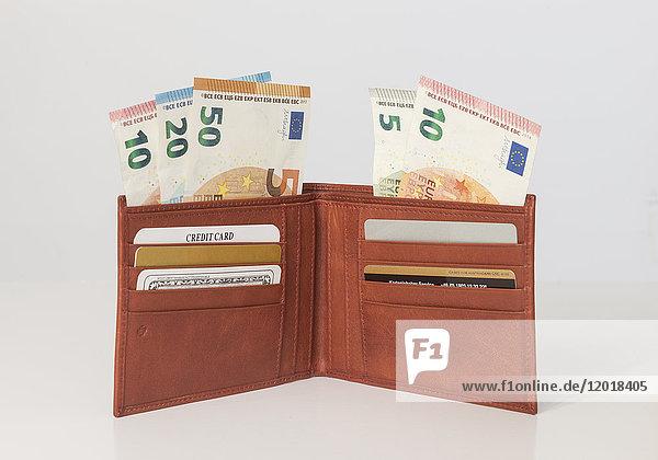 Geldbörse mit EURO-Scheinen