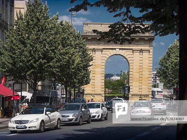 France  Nouvelle aquitaine  Gironde. view of the 'Porte de Bourgogne' gate (1751-1755) from Cours Victor Hugo  at Bordeaux.