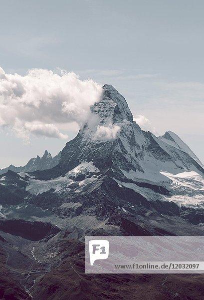 Schneebedecktes Matterhorn  Wallis  Schweiz  Europa