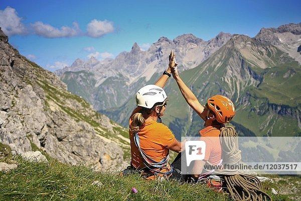 Rast nach Klettertour  Berglandschaft  Allgäuer Alpen  Oberstdorf  Deutschland  Europa