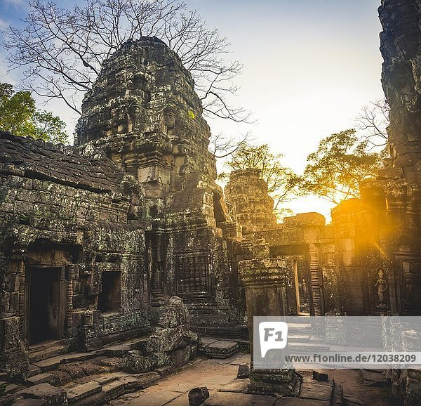 Courtyard with prasat  sunset  back light  ruined temple ruins  Banteay Kdei Temple  Angkor  Siem Reap Province  Cambodia  Asia
