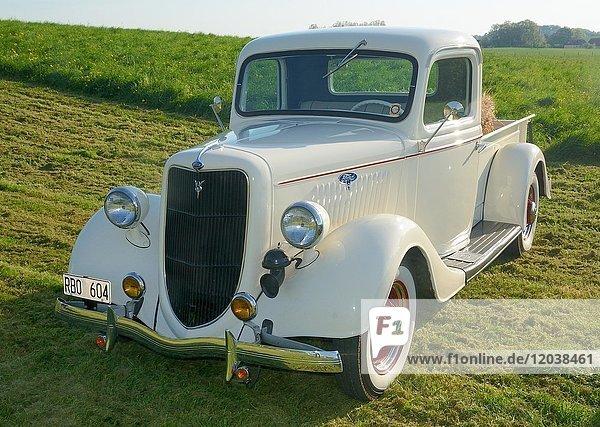 Oldtimer Ford Pick-up  Baujahr 1935  Oldtimer Rallye  Skurup  Scania  Schweden  Europa