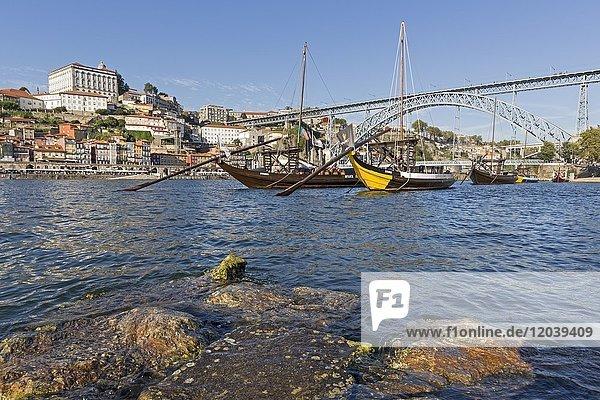 Rabelo Boote  Portweinboote auf dem Fluss Rio Douro  Porto  Portugal  Europa