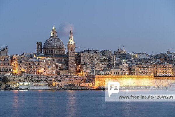 City view with St. Paul's Pro Cathedral and Carmelite Church at dusk  Valetta  Malta  Europe