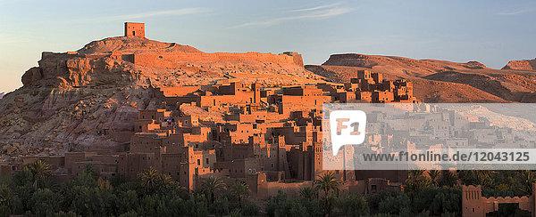 Nordafrika baden Beleuchtung Licht Gebäude Ziegelstein UNESCO-Welterbe Afrika antik Kasbah Marokko Schlamm