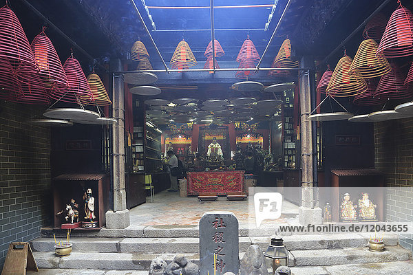 Kwun Yum Temple  19th century Tin Hau (Goddess of the Sea) Temple Complex  Yau Ma Tei  Kowloon  Hong Kong  China  Asia
