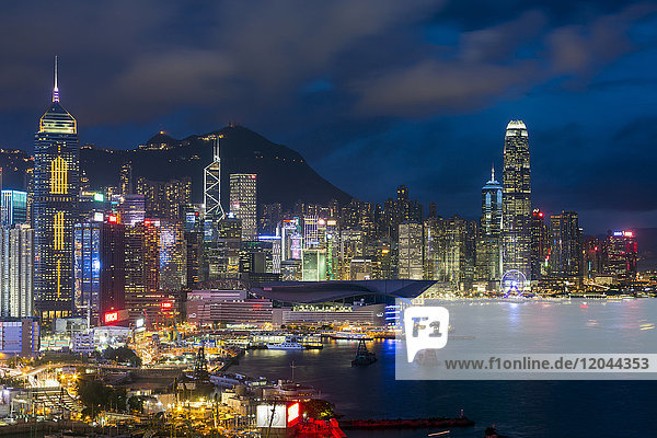 Elevated view  Harbour and Central district of Hong Kong Island and Victoria Peak  Hong Kong  China  Asia