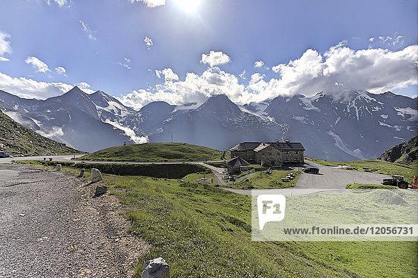 Österreich  Hohe Tauern  Berghütte an der Großglockner Hochalpenstraße