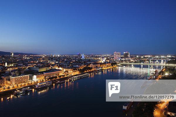 Slowakei  Bratislava  lichtes Stadtbild der Stadt an der Donau