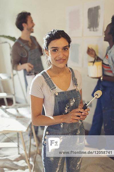 Porträt selbstbewusste Frauenmalerei im Wohnzimmer