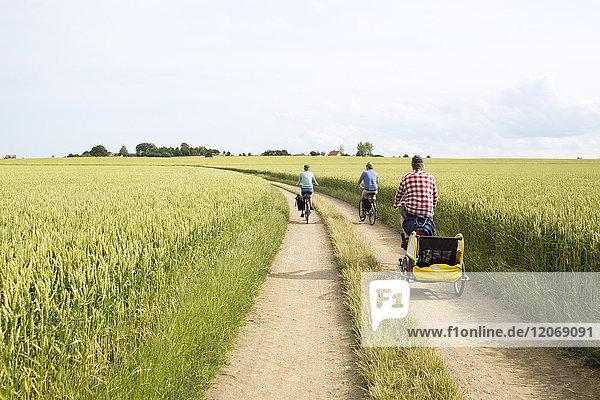 Ein Familienradfahren