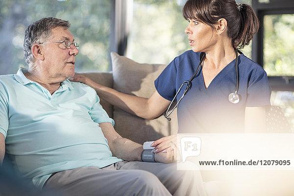 Pflegedienst für ältere Patienten zu Hause
