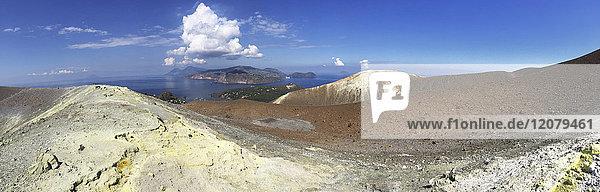 Italien  Äolische Inseln  Vulkaninsel Panorama