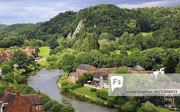 The River Severn runs through Low Town  Bridgnorth  Shropshire  England  Europe.