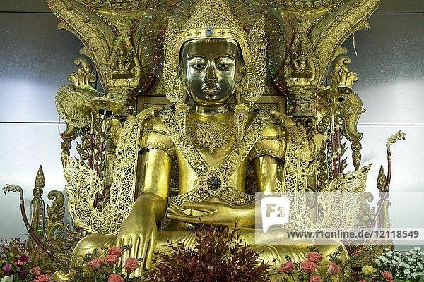 Golden Buddha in the Shwe Yin Myaw Pagoda  also Shweyinhmyaw Paya  Hpa-an  Myanmar  Asia