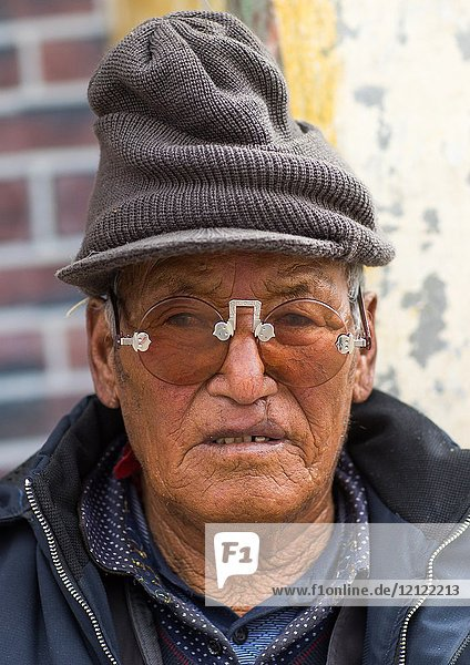 Tibetan man with sunglasses during a pilgrimage in Labrang monastery  Gansu province  Labrang  China.