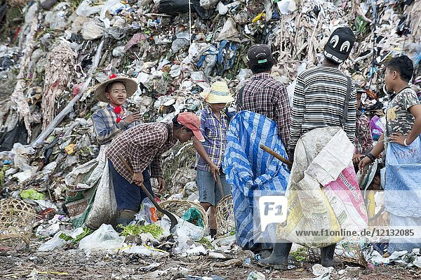 Burmese refugees and migrants work in rubbish dump site in the outskirts of the border town of Mae Sot  Thailand August 16 2017.