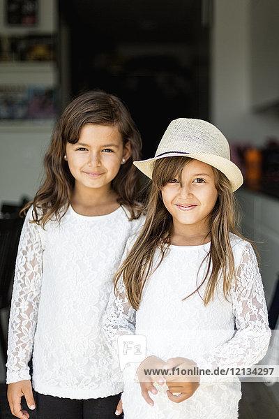 Porträt zweier Mädchen in Schweden