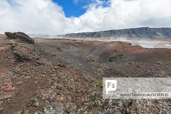 Wiedersehen  Nationalpark Wiedersehen  Piton de la Fournaise  Route du vulcan  Tourist in der Plaine des Sables