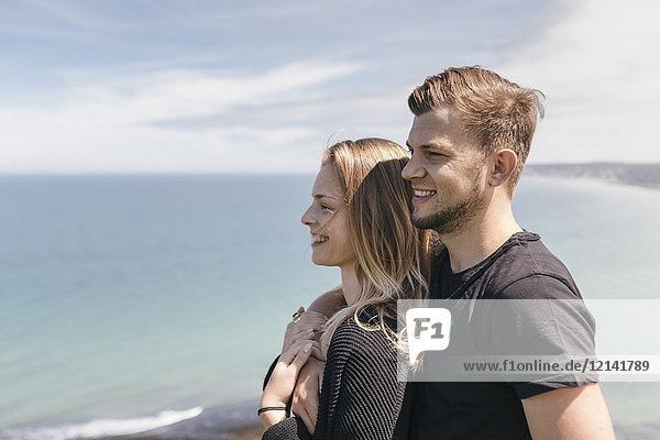 Junges Paar beim Anblick