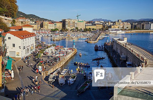 Port  La Concha bay  Donostia  San Sebastian  Gipuzkoa  Basque Country  Spain  Europe