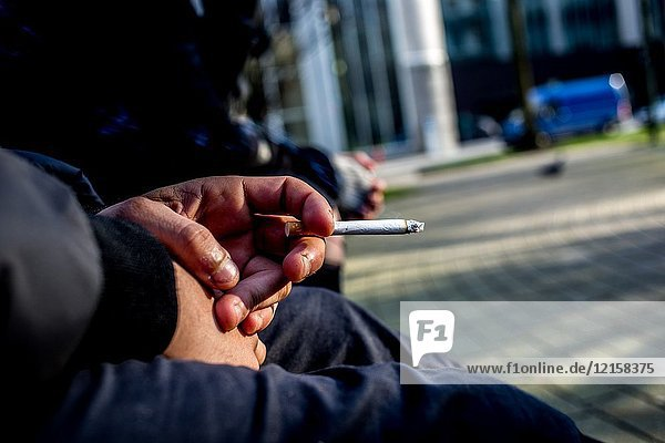 Belgium   Brussels   Jan 30  2018 - ILLUSTRATION -Young people preparing their cigarettes - Cigarette rolling - Cigarette with tuber - Young woman smoking a rolled cigarette - Young man smoking a tube - Young woman rolling a cigarette - Young man preparing a cigarette to smoke - Young people smoking cigarettes Heline Vanbeselaere / Reporters Reporters / STG.