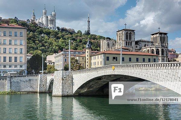 Pont Bonaparte  Notre-Dame de Fourvière  Kathedrale von Lyon  Rhône-Alpes  Frankreich  Europa