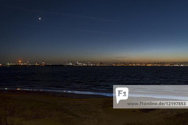 Niederlande  Hoek van Holland  Rotterdam bei Nacht
