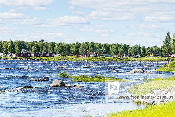 Finnland  Lapland  Torne  Grenzfluss  Blick von Finnland nach Schweden