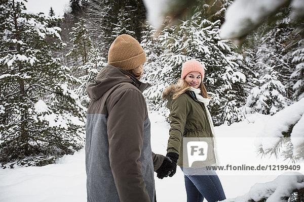 Paar Wanderungen im Winterwald