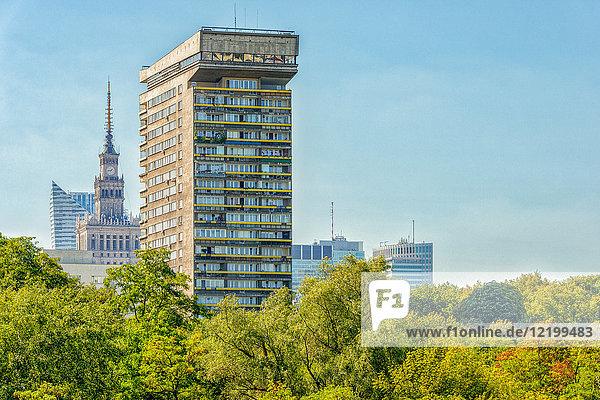 Polen  Warschau  Blick auf den Wohnturm