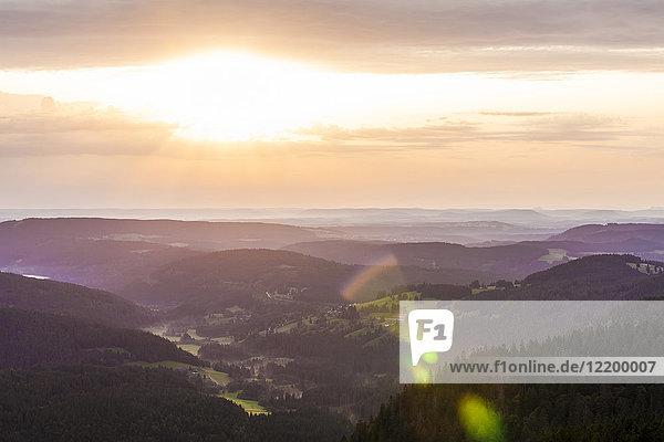Deutschland  Baden-Württemberg  Schwarzwald  Blick vom Feldberg bei Sonnenaufgang