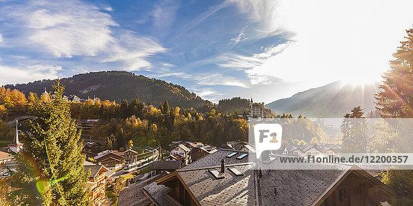 Schweiz  Kanton Bern  Gstaad  Stadtbild mit Gstaad Palace Hotel